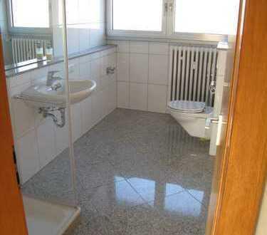 helle 2-Zimmer-Dachgeschoss-Wohnung mit großer Wohnküche