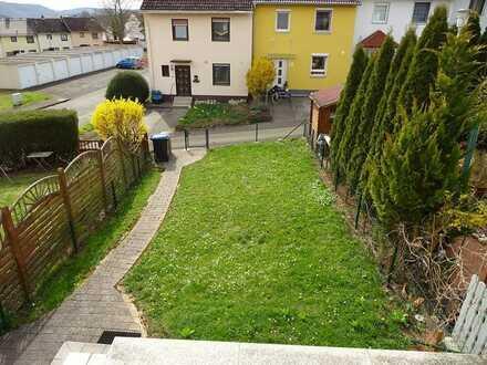 Bald frei !! Reihenmittelhaus mit Garten und guter Hausaufteilung in ruhiger Seitenstraße