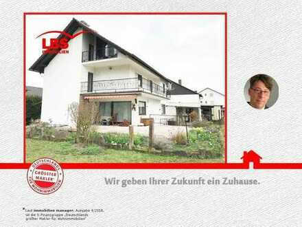 Geräumiges Wohnhaus auf großzügigem Grundstück