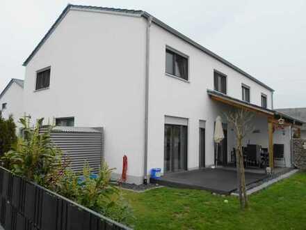 Sehenswerte Doppelhaushälfte in Baar-Ebenhausen