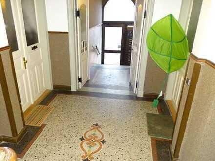 Großzügige 4-Zimmer-Wohnung mit Süd-Balkon und EBK; Vermietung von privat