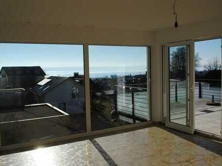 Exklusive, neuwertige 3,5-Zimmer-Wohnung mit Seesicht, großem Balkon und EBK in Hagnau am Bodensee