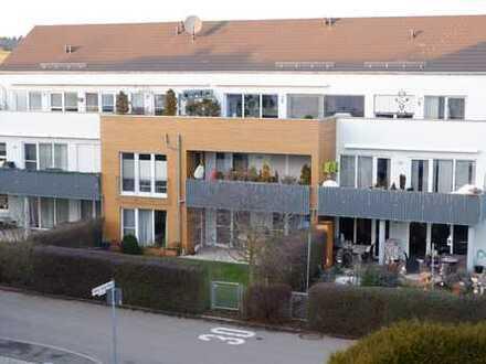 Neuwertige 4 Zimmer Erdgeschoss Wohnung mit EBK, Terrasse sowie gr. Garten in 71116 Gärtringen
