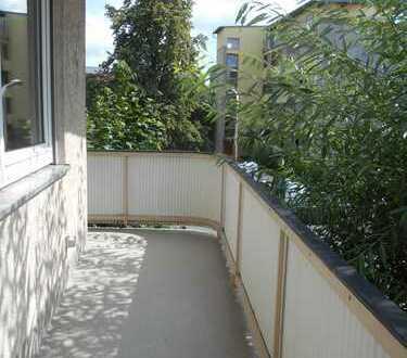 3- Zimmerwohnung mit Balkon , 3 Minuten zum Frankencenter