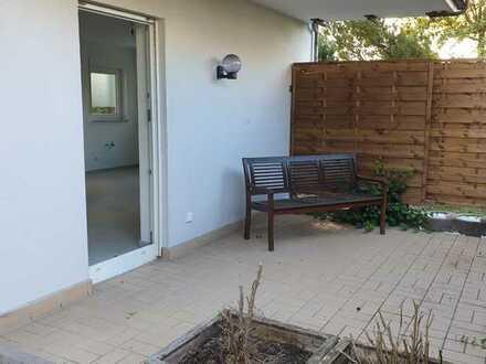 Erstbezug nach Kernsanierung: Freundliche 3-Zimmer-EG-Wohnung mit EBK und Terrasse in Neuberg