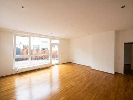 Wohnung mit großer Terrasse und Einbauküche, Nähe Justizviertel / Musikhochschule