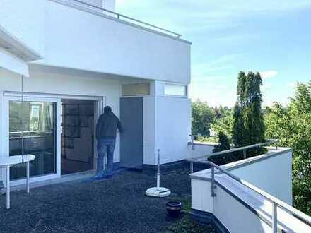 Sonnige, ruhige Wohnung in bester Lage mit terrassenartig im Süd West Balkon.