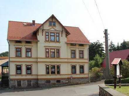 teilsaniertes Mehrfamilienhaus mit vielfältigen Nutzungsmöglichkeiten in Fischbach