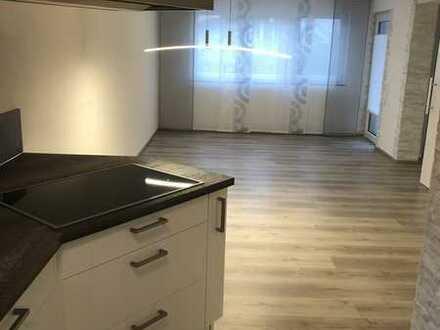 Stilvolle, neuwertige 2-Zimmer-EG-Wohnung mit Terasse und Einbauküche in Warthausen