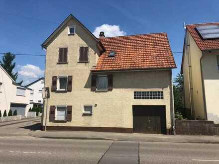 Renovierungsbedürftiges Haus mit Ausbaureserven