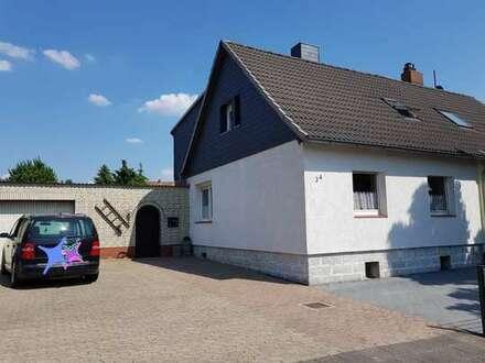 Doppelhaushälfte mit vielen EXTRAS in Helmstedt. Steingarten,großes Grundstück,Kamin,Einbauküche usw