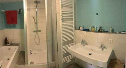 WG Zimmer mit Südbalkon, Wohnzimmer/Küche mit Westbalkon