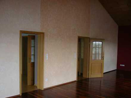 Preiswerte 6-Zimmer-Wohnung mit Balkon in Schwandorf