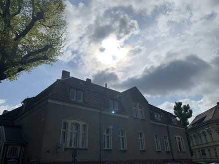 Erstbezug nach Sanierung einer lichtdurchfluteten und geräumigen Wohnung im Altbau Stil