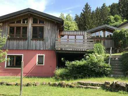 Schönes Einfamilienhaus mit 5 Zimmern, 2 Terrassen, Garten und Burgblick