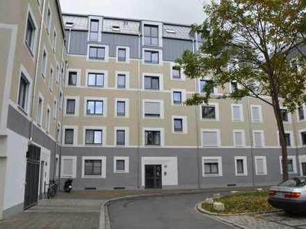 Nibelungenviertel - Stilvolle, neuwertige 2-Zimmer-Erdgeschosswohnung mit Balkon und EBK in Nürnberg