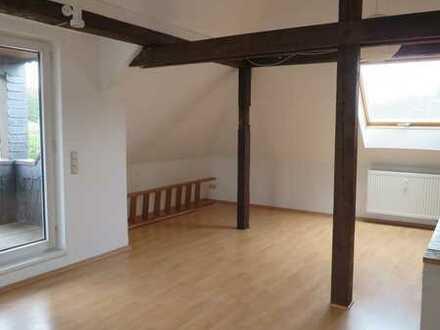Offene Dachgeschosswohnung mit Altbaucharme in Velbert