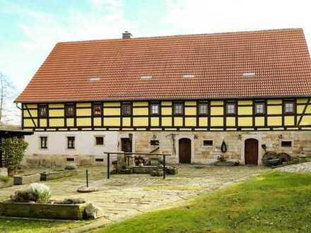Exklusiver Vierseithof mit 3 ausgebauten Häusern, Pool und rekonstruierten Gewölben