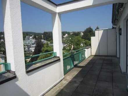 3 Zimmer-Penthouse am Kurpark mit großer Sonnenterrasse & 2 Bädern in Bad Schwalbach