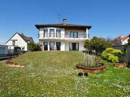 Stilvolles Einfamilienhaus in nostalgischem Flair mit sonnigem Garten in ruhiger Anliegerstraße