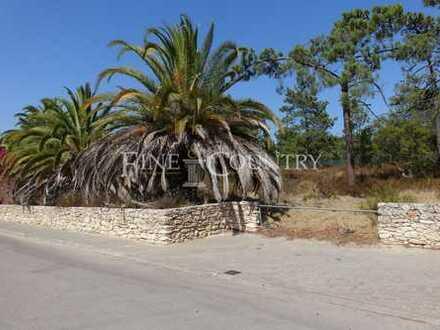 CARVOEIRO: Baugrundstück (1.335 m²) in ruhigem Wohngebiet