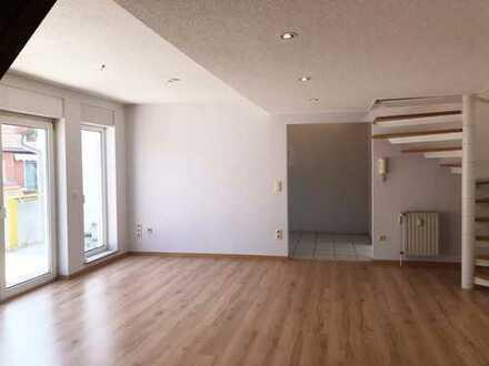 Wunderbar sonnige und moderne Wohnung im alten Ortskern von Bischofsheim! So richtig schön :-)