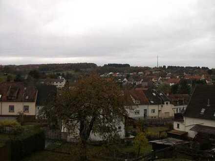 Altenkirchen: Gemütliche und gepflegte 3 Zimmer EG Eingentumswohnung 90 m²