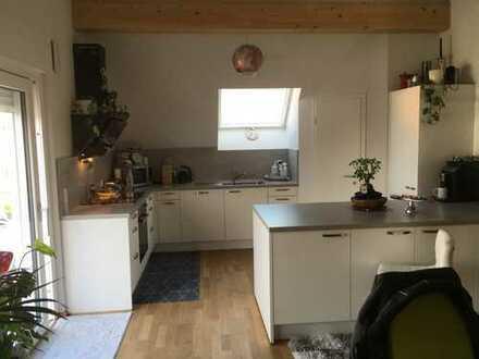 4,5-Zimmer-Dachgeschosswohnung mit Balkon und Einbauküche in Holzmaden