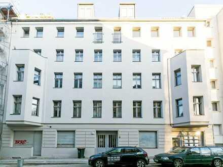 Sanierte 1-Zimmerwohnung in Berliner Bestlage -Renovated 1-room apartment in Berlin's best location