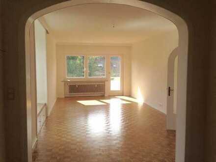 Traumhafte Wohnung mit vielen Extras, sonniger großer Balkon, ruhige Lage!