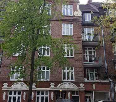 Modernisierte 3-Zimmer-DG-Wohnung mit Einbauküche in Winterhude nähe Goldbekufer