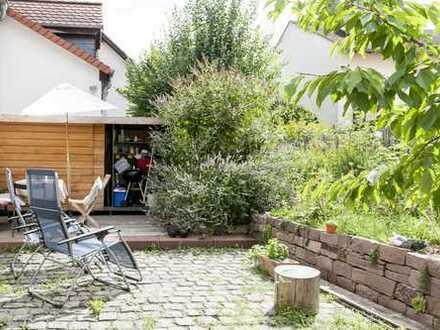 Seckbach: Idyllisches Wohnen im Fachwerkhaus mit 2 Schlafzimmern