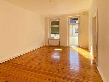 3 Zimmer-Altbau-Wohnung mit Dielen und Balkon in Spandau