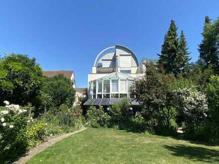 Besonderes Architektenhaus mit herrlicher Gartenanlage und Pool