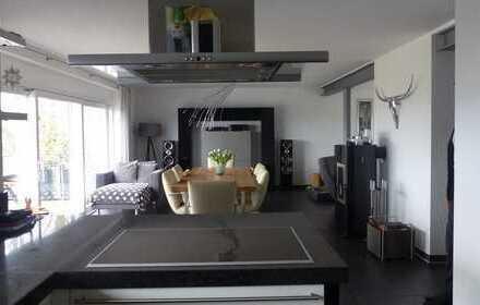 Rarität freistehendes EFH für den gehobenen Anspruch mit 50 m² Dachterrasse, Balkone, EBK, Garage