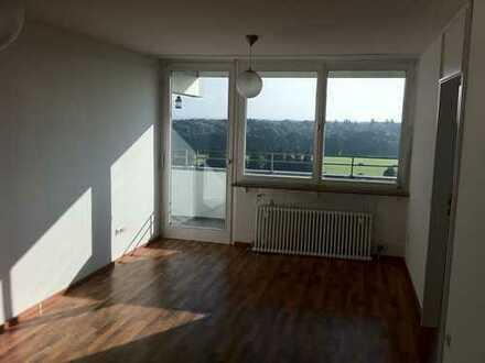 Augsburg-Haunstetten! Schöne, helle 2 ZKB mit Balkon.