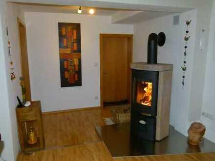Großzügige 4-5 Zimmer Wohnung über 2 Etagen, renoviert, EBK, Terrasse, Balkon, Garage, Stellplatz