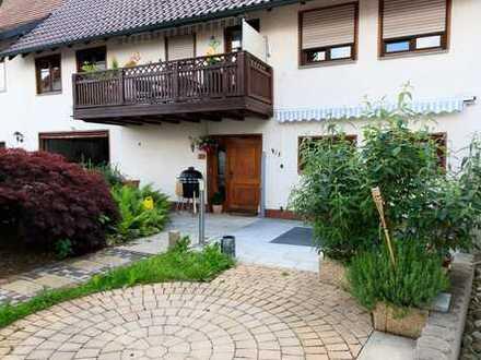 Haushälfte mit gemütlicher 3-Zi.-Wohnung und viel Platz für Wohnmobil, Wohnwagen oder Pkw