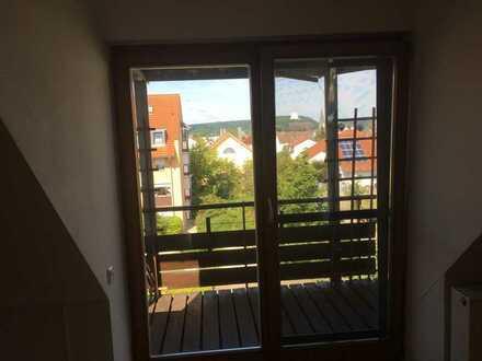 Gepflegte DG-Wohnung mit drei Zimmern sowie Balkon und Einbauküche in Kelheim