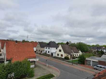Erstbezug nach Sanierung mit Einbauküche: schöne 2-Zimmer-DG-Wohnung in Bremen