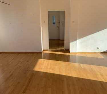 Schöne, lichtdurchflutete 2,5 Zimmer- Wohnung mit EBK im beliebten Burtscheid