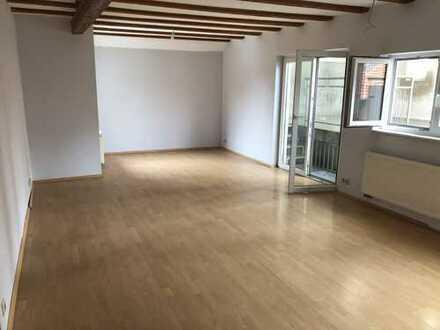 Gepflegte 6,5-Raum-Maisonette-Wohnung mit großer Dachterrasse