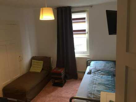 FÄ-OG2-Z4 schönes möbliertes WG Zimmer im Herzen von SHA incl. Kühlschrank