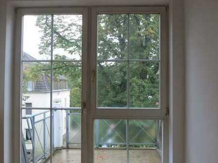 Schöne Single-DG-Wohnung mit Balkon in ruhiger Wohnanlage
