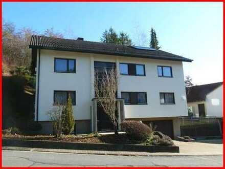 **Wohnhaus mit 2 abgeschlossenen Wohneinheiten in bevorzugter Wohnlage und viel Potential**