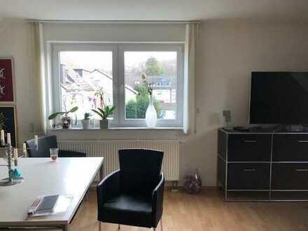 Schöne 2-Zimmer-Dachgeschosswohnung mit Balkon in Bocklemünd/Mengenich, Köln