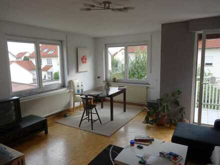 schöne 93qm, 4 Zimmer Wohnung in guter Lage incl. Garage