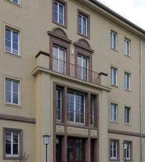 Schöne und helle 2-Zimmer-Wohnung mit Balkon und Einbauküche in Dresden-Striesen