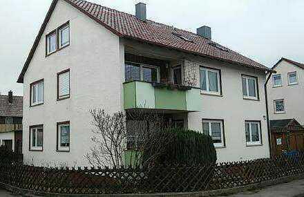 Vollständig renovierte 4-Zimmer-Dachgeschosswohnung mit Einbauküche in Asperg