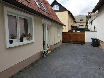 Neuwertige Wohnung mit zwei Zimmern sowie Terrasse und EBK in Haßloch